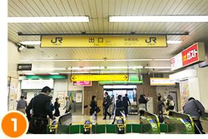 松戸駅の改札の中から出口をみた様子